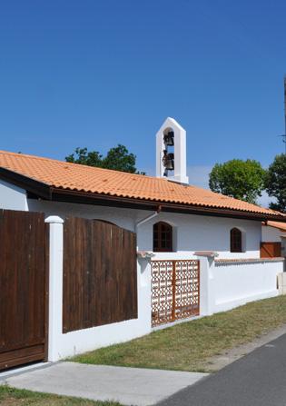 Vue sur le clocher de la Maison de la Sainte Parole à Arès